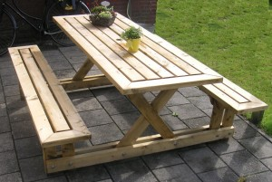 picnic table from 2 x 4's