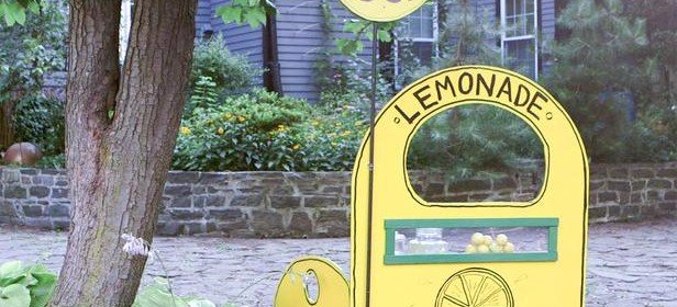 How to Build a Deluxe, Yet Simple, Lemonade Stand